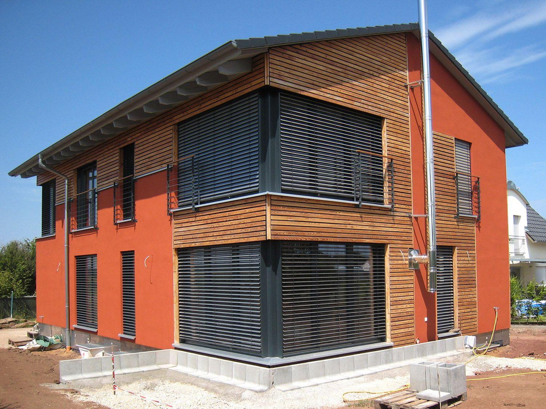 einfamilienhaus modern holzhaus satteldach holzfassade modern eckfenster franz sicher balkon. Black Bedroom Furniture Sets. Home Design Ideas