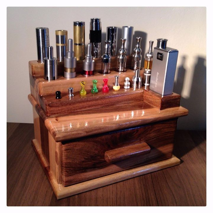 Wow!! Gorgeous Walnut stand 'in use' :))))