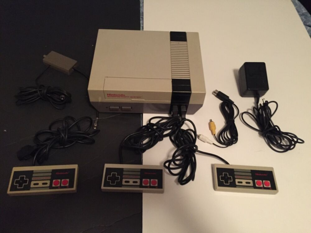 Nintendo NES 001 Original Console Video Game System Complete Works 3 controllers