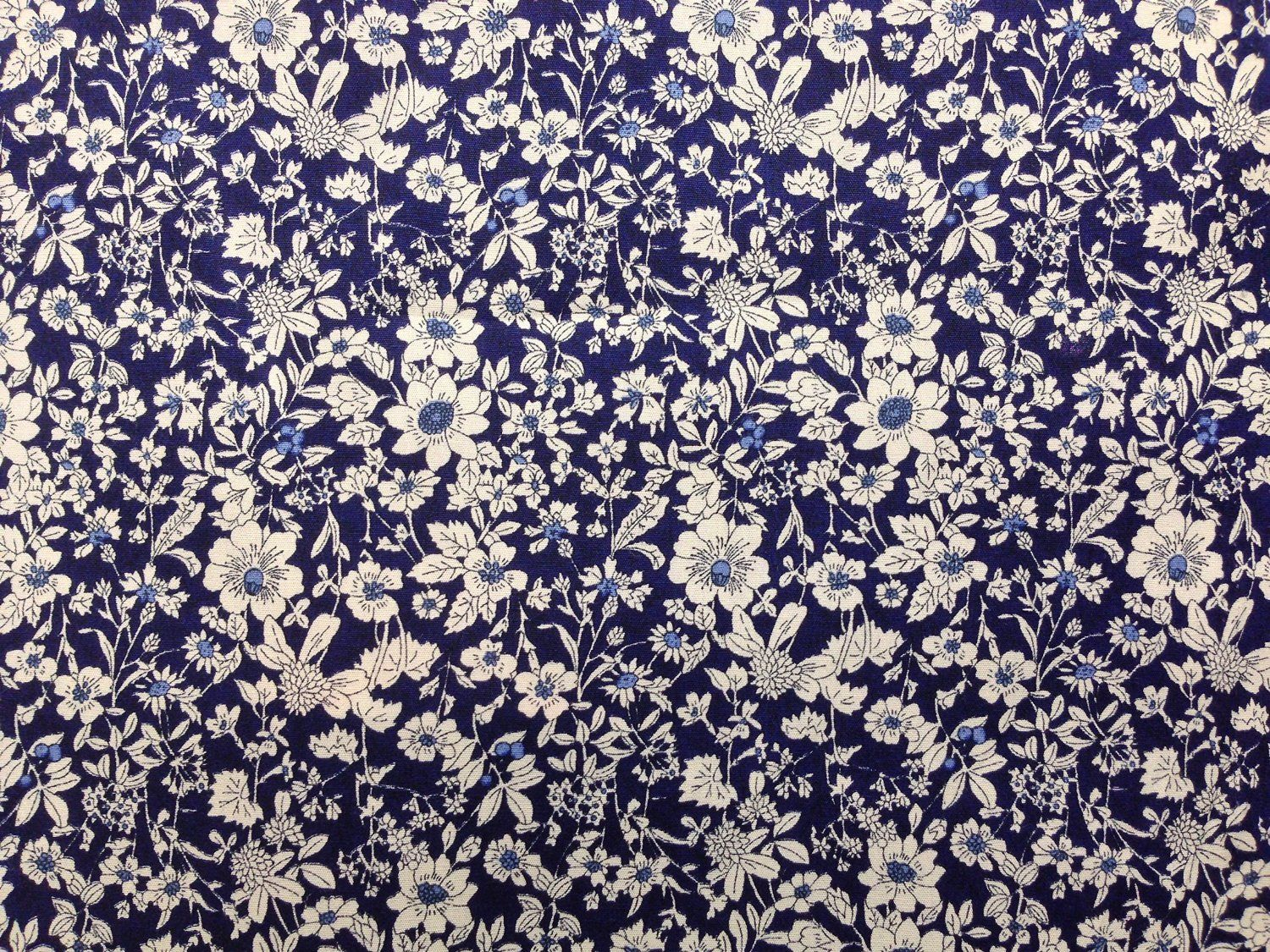100/% Cotton Poplin Fabric Rose /& Hubble Roses Flowers In Hexagons