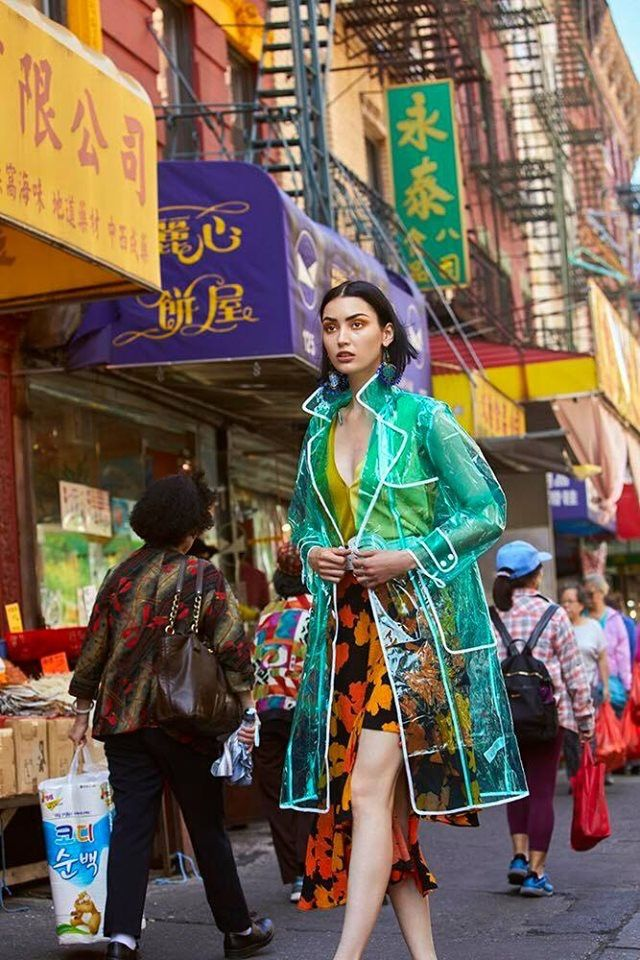 Editorial Fashion in Primary Colors of Chinatown! Street