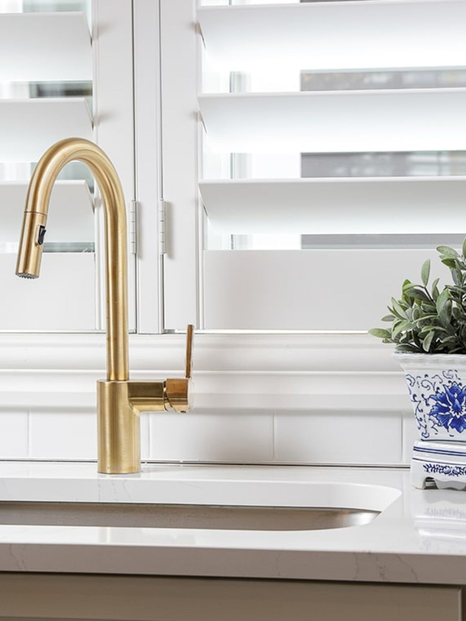 5 Reasons Your Home May Need A Smart Faucet Ashley Brooks At Home In 2021 Smart Faucet Kitchen And Bath Design Faucet [ 1999 x 1500 Pixel ]
