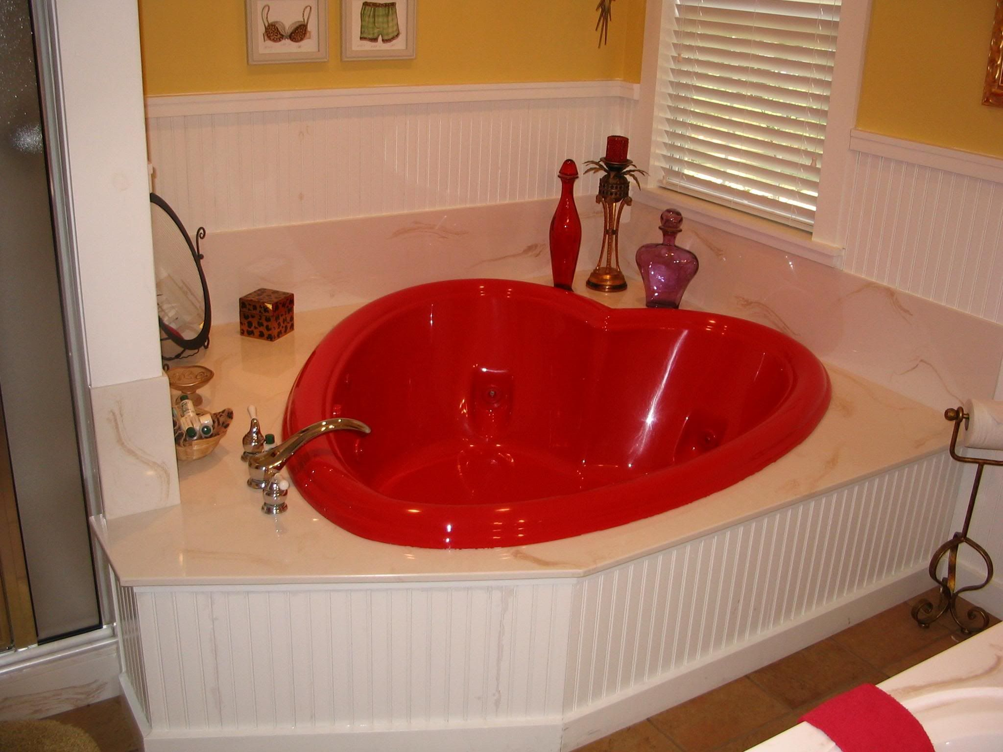 Heart Shaped Bathtub For Valentine S Day Romantic Bathrooms Bathroom Decor Bathroom Design