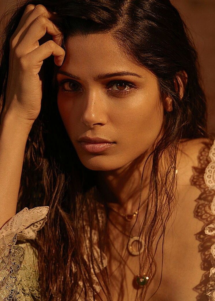 Photo of Freida Pinto