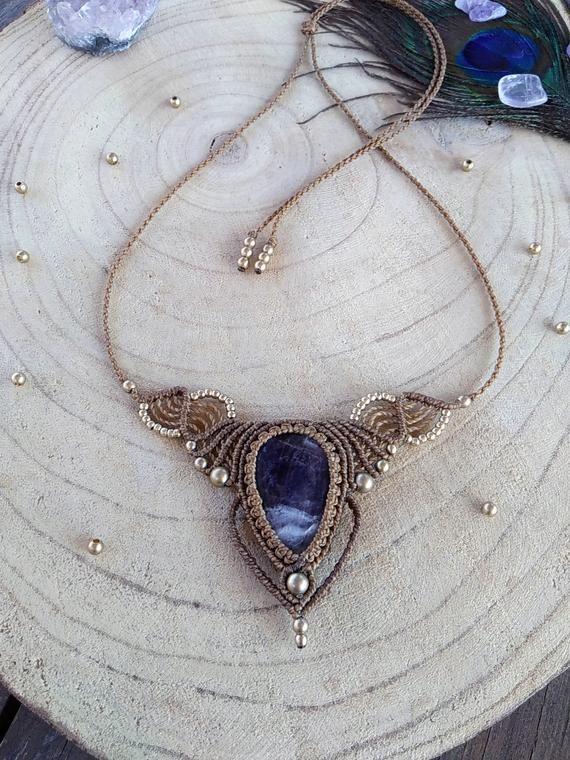 Collier en pierre daméthyste, bijoux boho pour femmes, collier semi-précieux, collier boho macramé, bijoux artisanaux uniques, bijoux spirituels