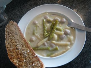 http://tantesoed.blogspot.dk/2011/10/aspargessuppe.html