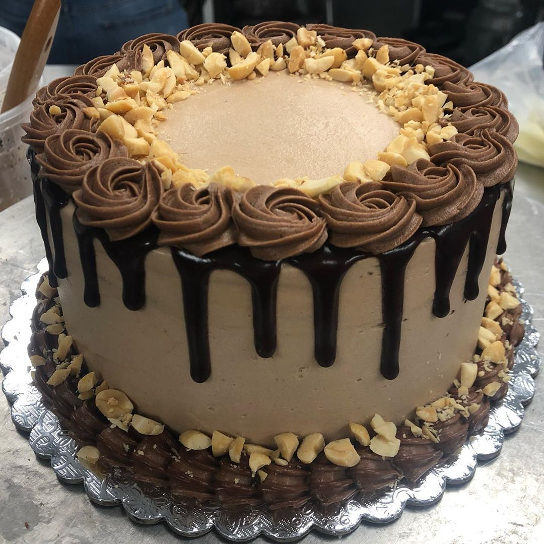 Chocolate cake with peanut butter buttercream and chocolate ganache 🍫🥜 . . . . . . .   #cakes     #cakecakecake     #cakedecorating     #peanutbutter     #chocolate     #chocoholics     #pastry     #desserts     #sweets     #bakers     #sandiegobakers     #sandiegodes