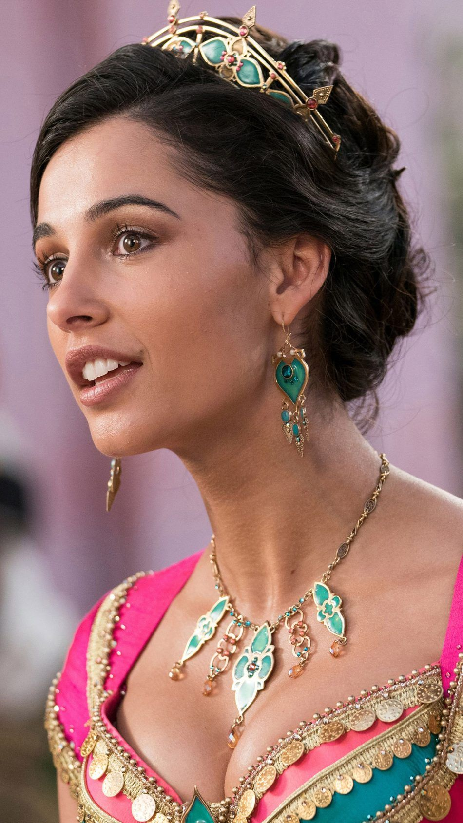 First Of All If You Haven T Seen The 2019 Aladdin You Need To Immediately Jasmine Is Very Certain Of Hers Naomi Scott Princess Jasmine Makeup Jasmine Makeup