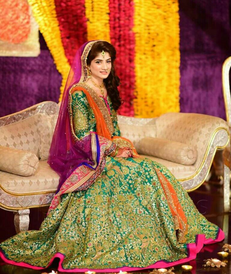 01d5cb3e66 Pakistani Mehndi bride | photography | Pakistani mehndi dress ...