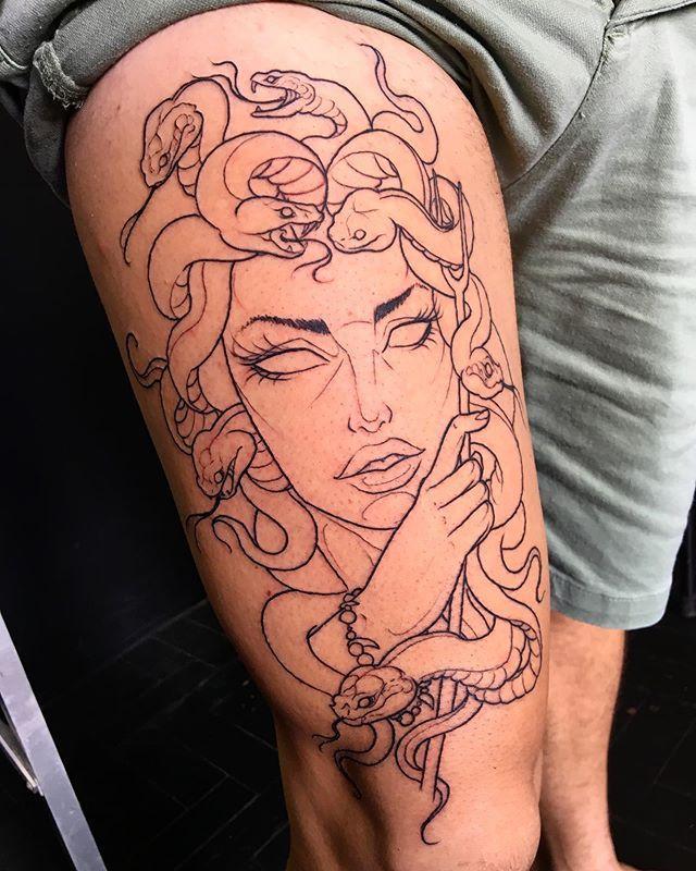 "Photo of $ ANUB on Instagram: ""1ªsessão Medusa ⚡️⚡️⚡️ Budgets: 21974373764 #tattoo #tatuagem #tattooink – Homemade Tattoo 2020"