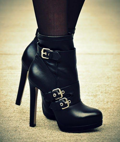 09bead859132d Llamativas botas y botines de moda