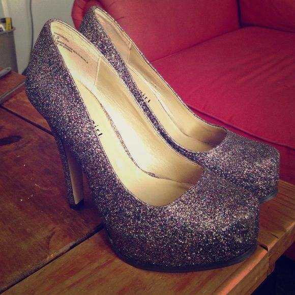 18a4e91d7e63 Steve Madden Madden Girl Glitter heels! Rainbow colored glitter covers  these beautiful pumps! These are very new condition