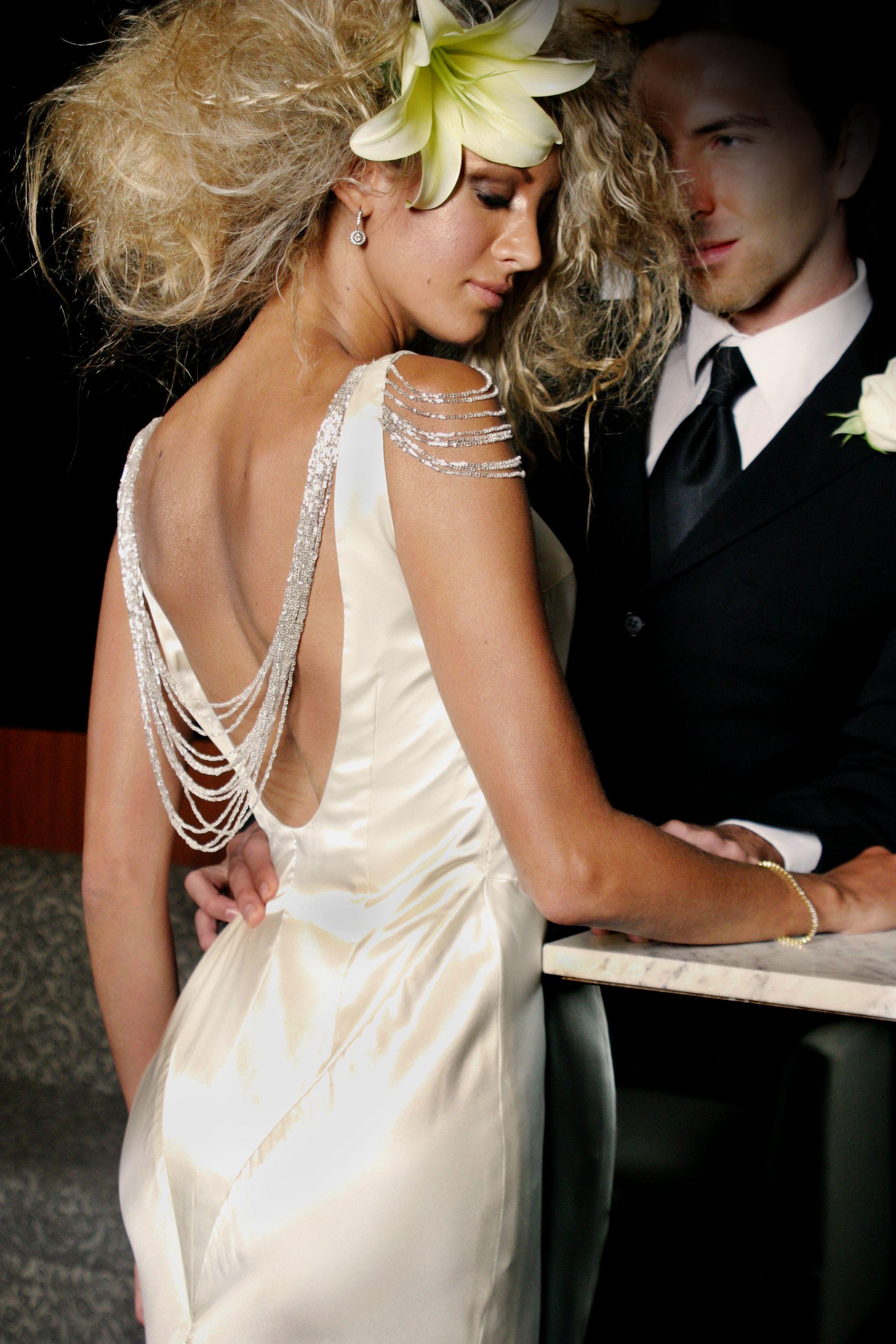 Vestido estilo Art Decó en satín de seda con canutillo bordado sobre ...