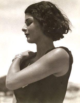 Dos mujeres... y la sociedad.. la de los años 30         Marianne Brelauer  http://loquevelacamara.blogspot.com.es/