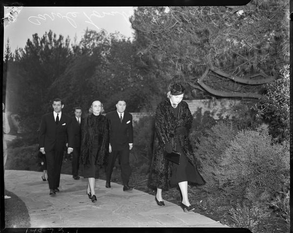 Jean Harlow Funeral Mayer Walking To Jean Harlow S
