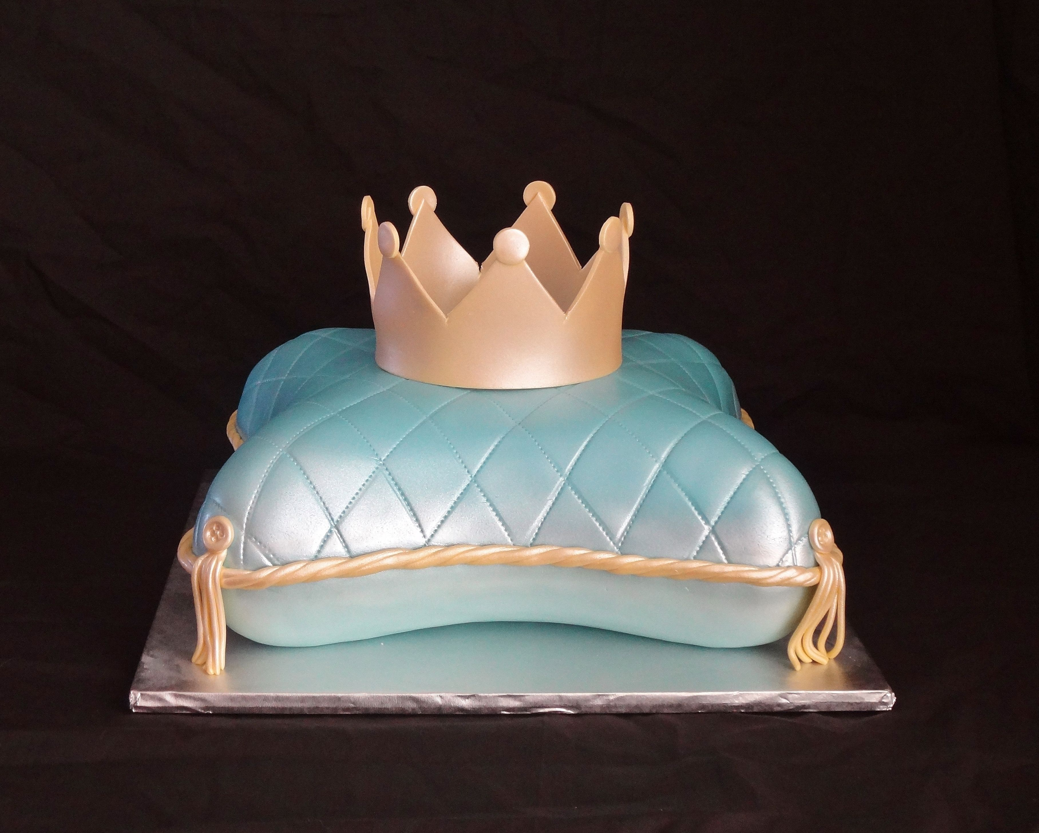 Princes cake complete with a pillow