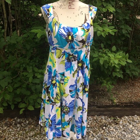 Sunny and cheerful dress This adorable dress with its shades of blue and lime green flowers will brighten your wardrobe! R&K Dresses