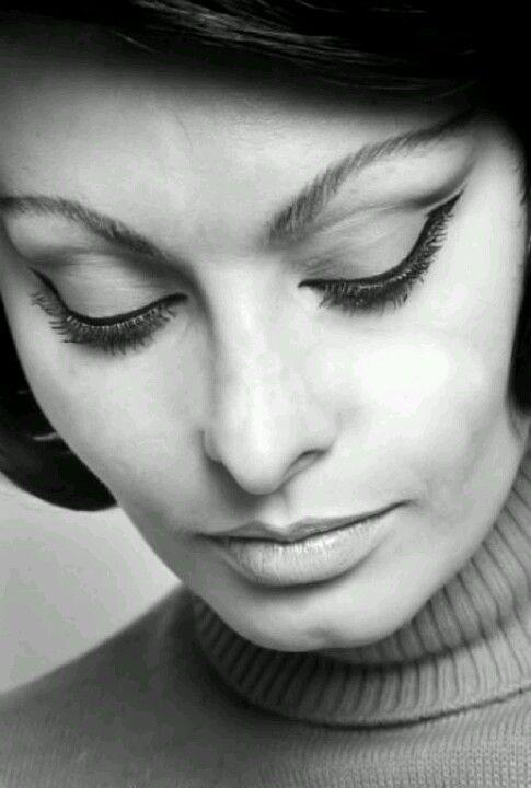 Sofia Loren - an original beauty icon. Love her use of black liquid eyeliner here.