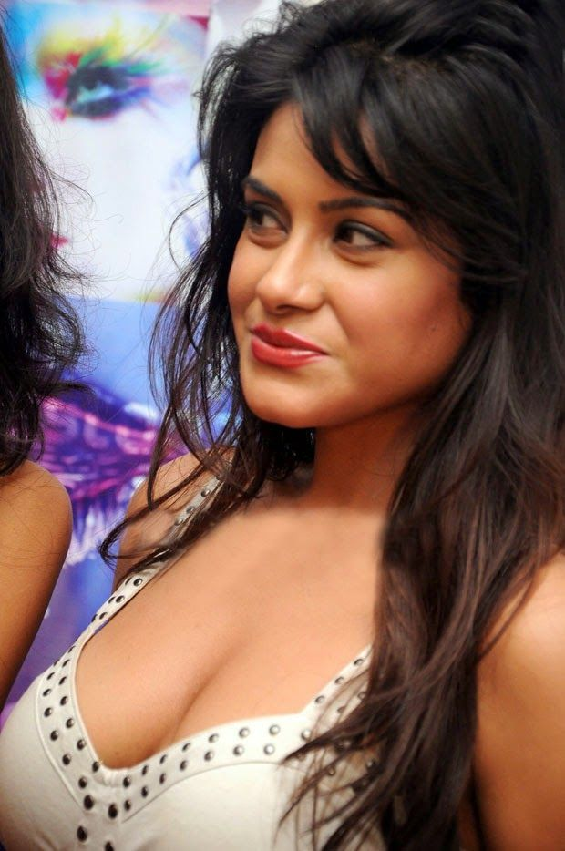 Hot south indian actress cleavage