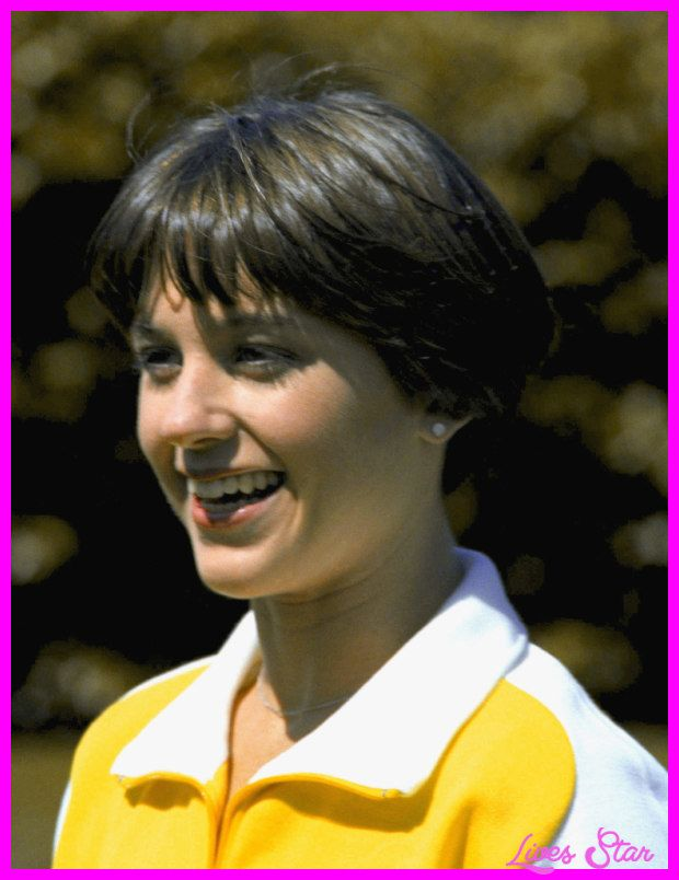 Cool Picture Of Dorothy Hamill Wedge Haircut Short Wedge