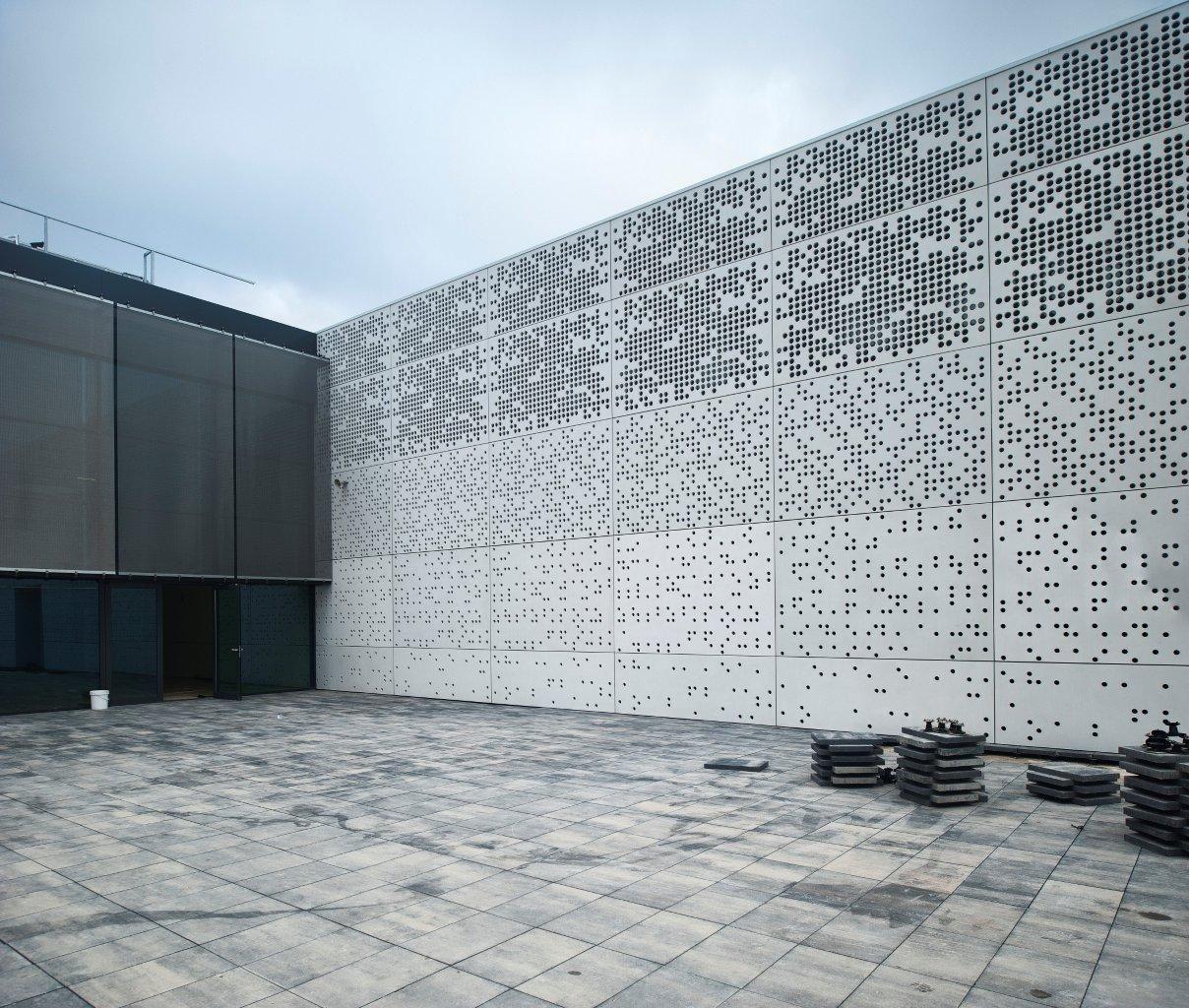 Revestimiento de fachada de hormig n perforado de - Revestimientos de fachadas ...