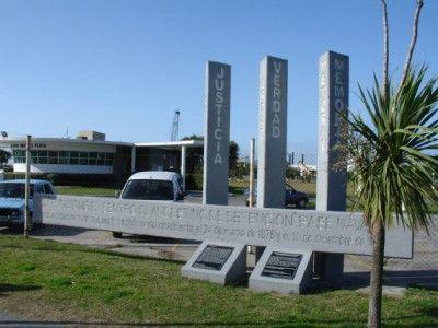 monumento-base-naval