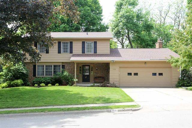 1775 Eden Lane Dubuque Ia 52001 House Home House Styles