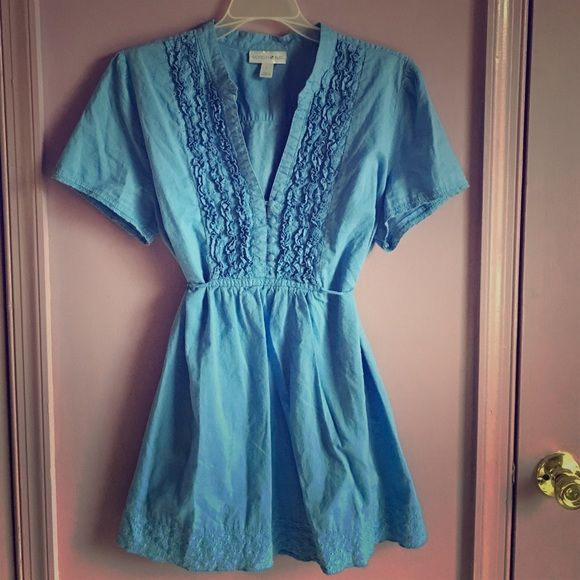 Blue Blouse with cute detail, size L This top is adorable and super flattering. It comes with a tie that can be tightened depending on what shape you'd like the shirt to take. Great detail and a sturdy piece. Pre-loved but good condition. Size L. Fashion Bug Tops Blouses