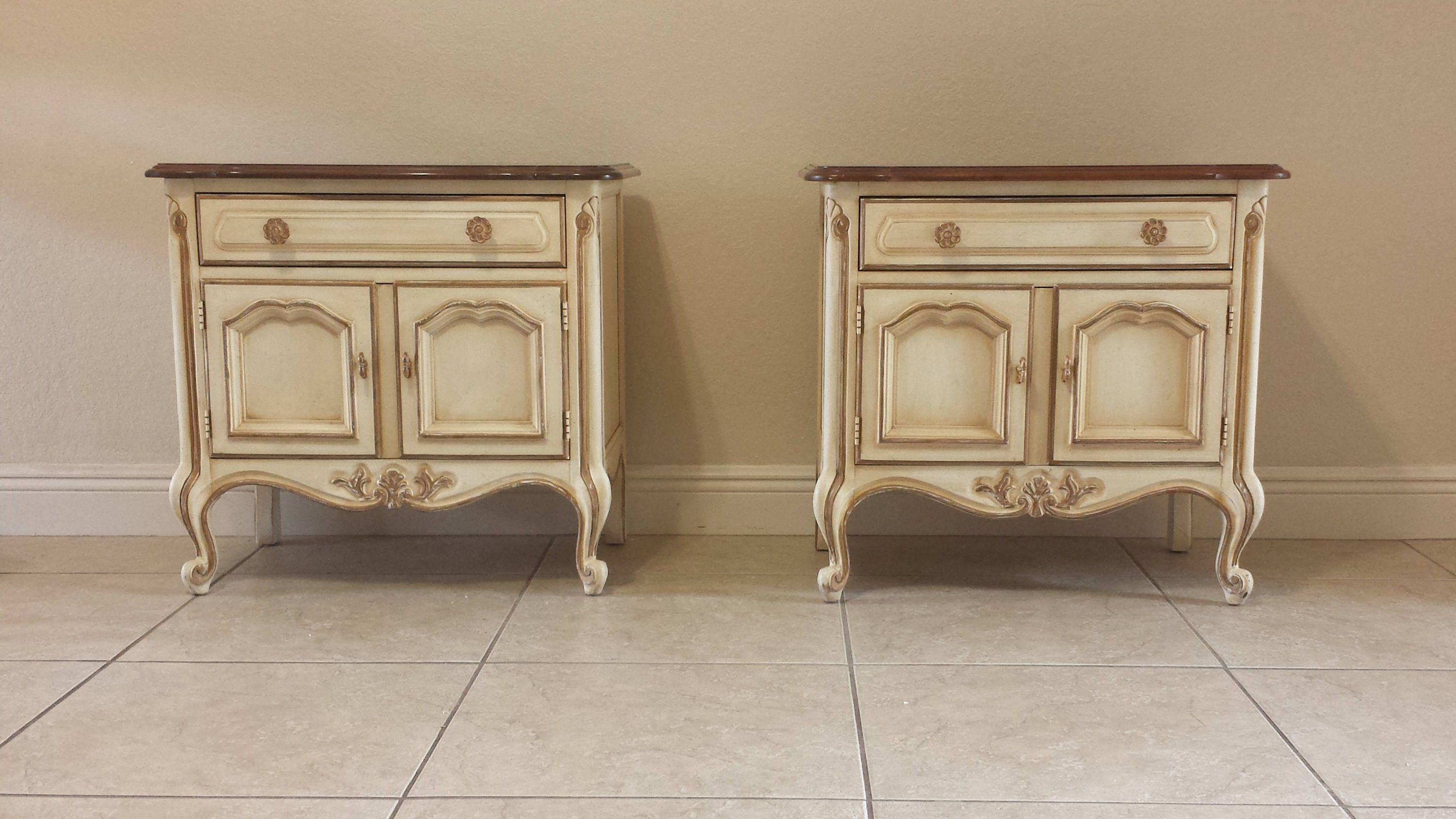 hot sale online 3eded 251bd Gorgeous Drexel Touraine French Country Nightstands ...