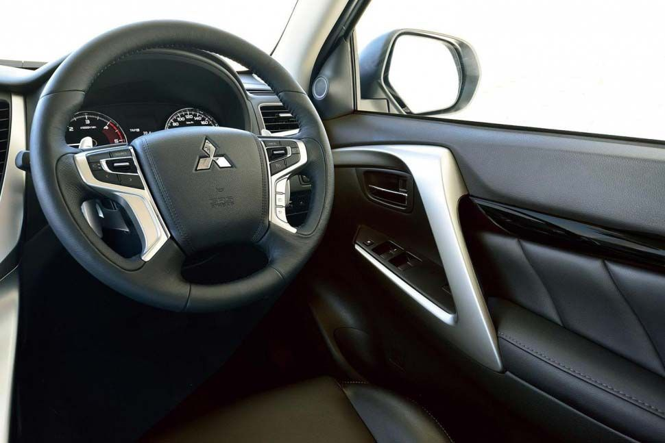 Mitsubishipajero الاسعار و المواصفات و الفئات مجلة وش