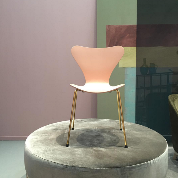 studio_pietboon | This lady deserves a pedestal and what better pedestal then our www.pietbooncollection.com MAX pouf! Celebrating the @fritz_hansen #iconic #butterflychair 60th birthday with a #legendary #sleepover3107 #pietboon @karinmeyn #design #pietbooncollection #pastel #art #lessismore #simplicity #luxuryliving #interior #interiordesign #refined