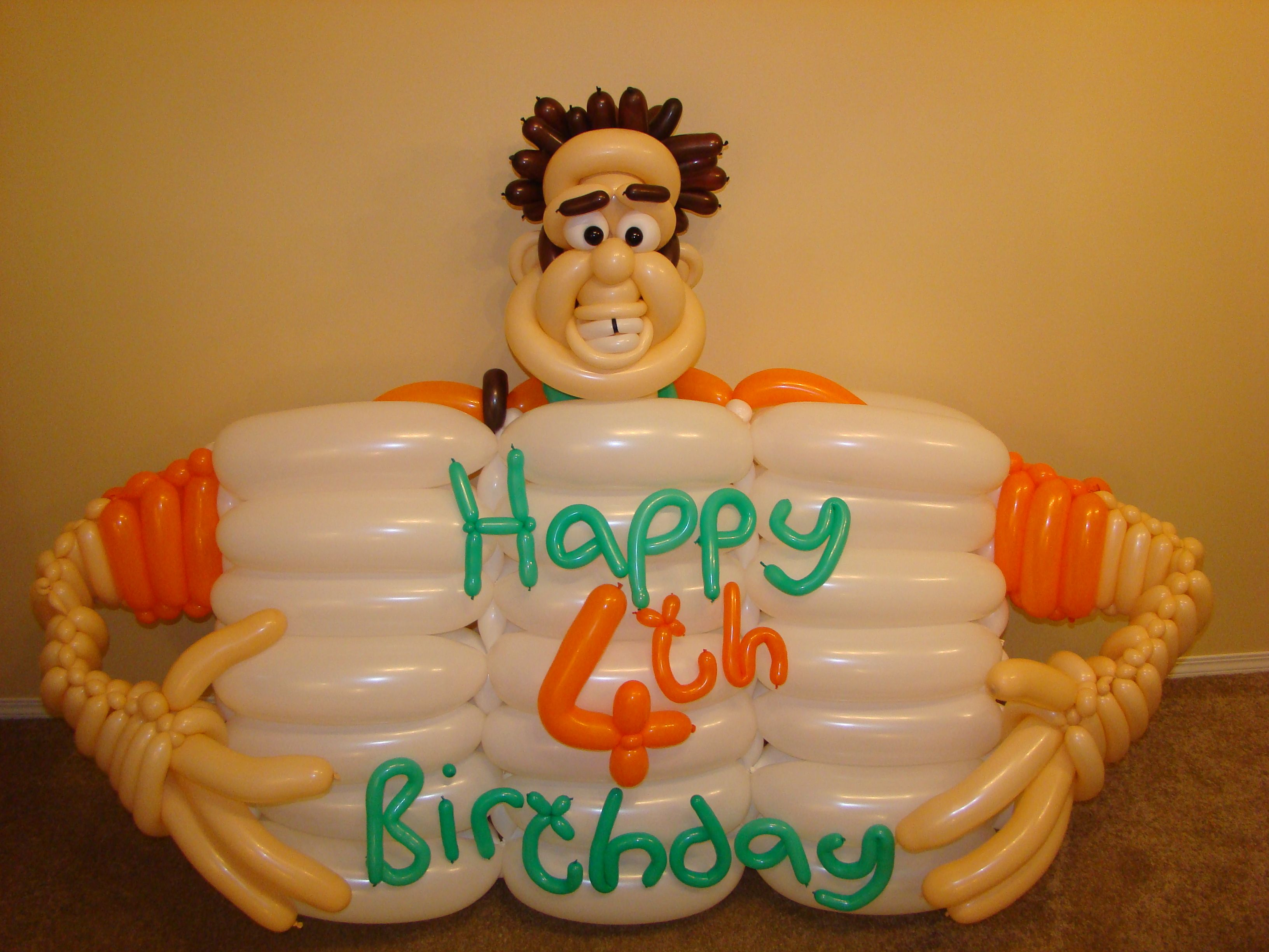 Wreck it Ralph 4th Birthday balloon Balloon twisted for a childs
