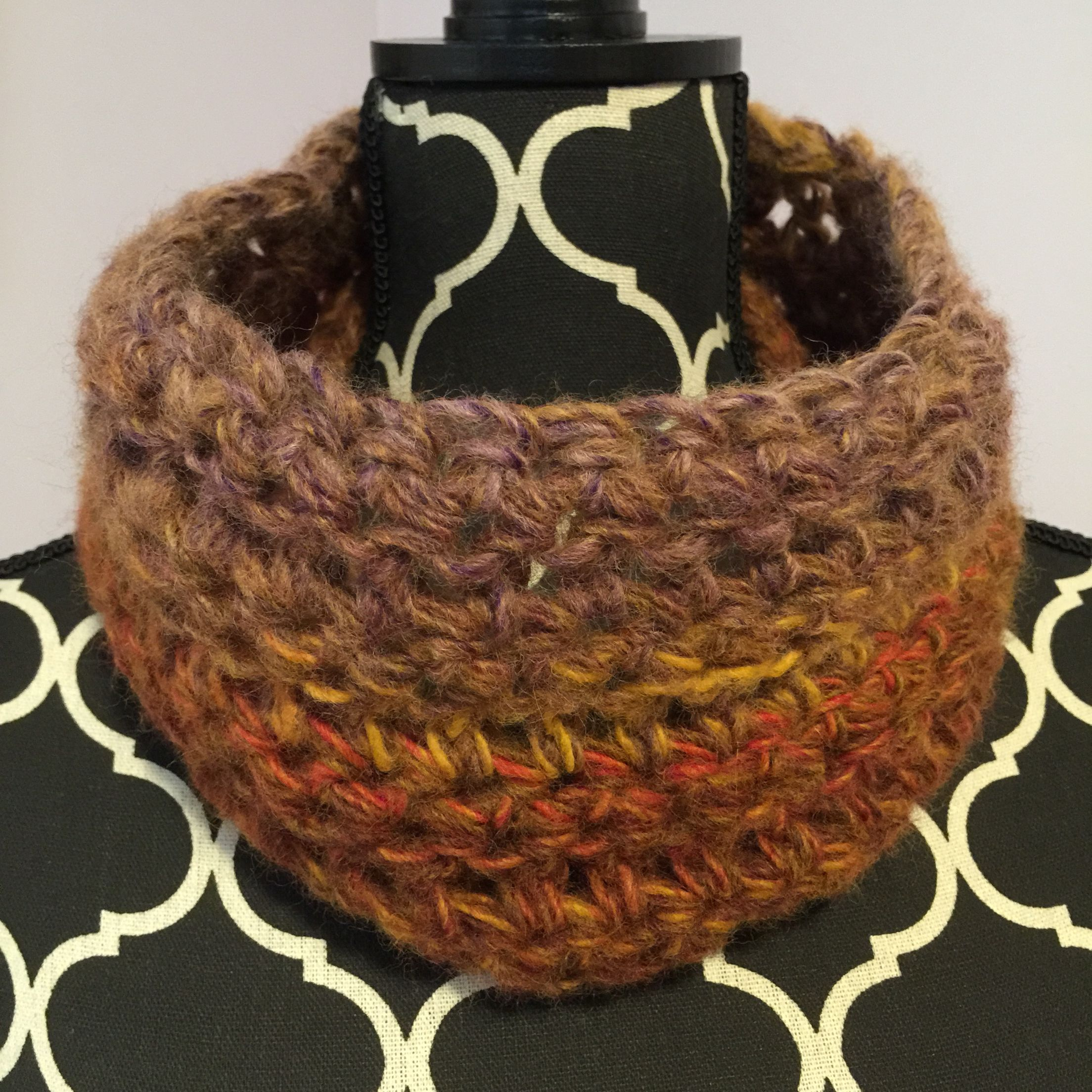 Lion brand 45 minute cowl and I used Amazing yarn in Mesa