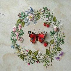 Ну и чего-нить хорошего обязательно нужно теплого, летнего и романтичного:))) #мореидей #t_v_r #livemaster #handembroidery #весна#декор#art#handmade #бабочки#красный#венок#цветы#длясебялюбимой #длядуши #ягодки #букет
