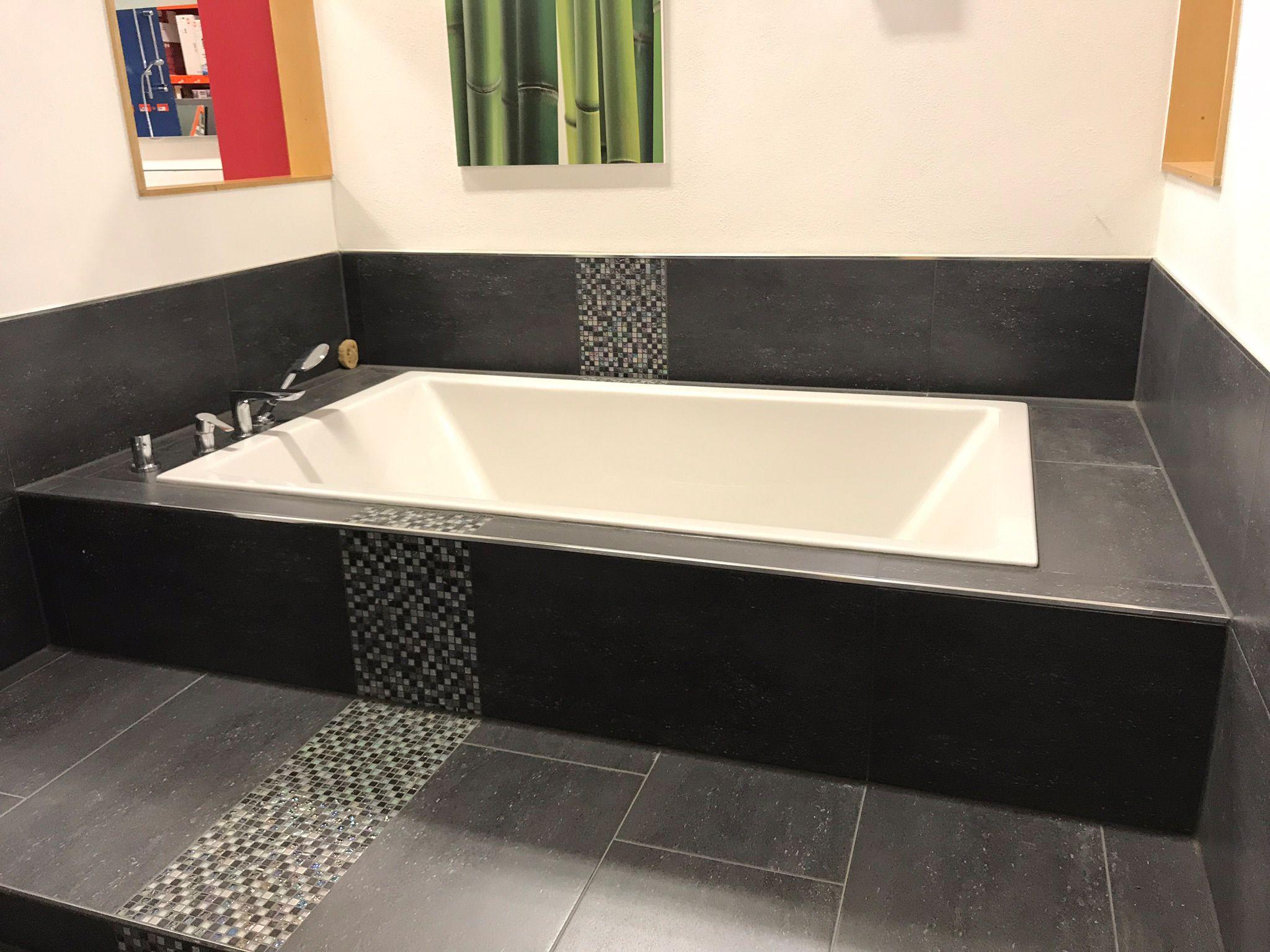 Badewanne In Anthrazit Auf Mehreren Ebenen Badewannenreparatur Badezimmerideen Wanne