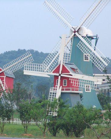 Landscape Windmills savegreeninc.com can help you to choose a perfect windmills for your yard. energy@savegreeninc.com