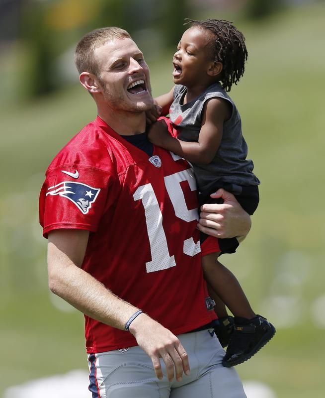 Nfl Players Share Tender Moments With Their Kids At Training Camp Nfl Players Cute Football Players Nfl