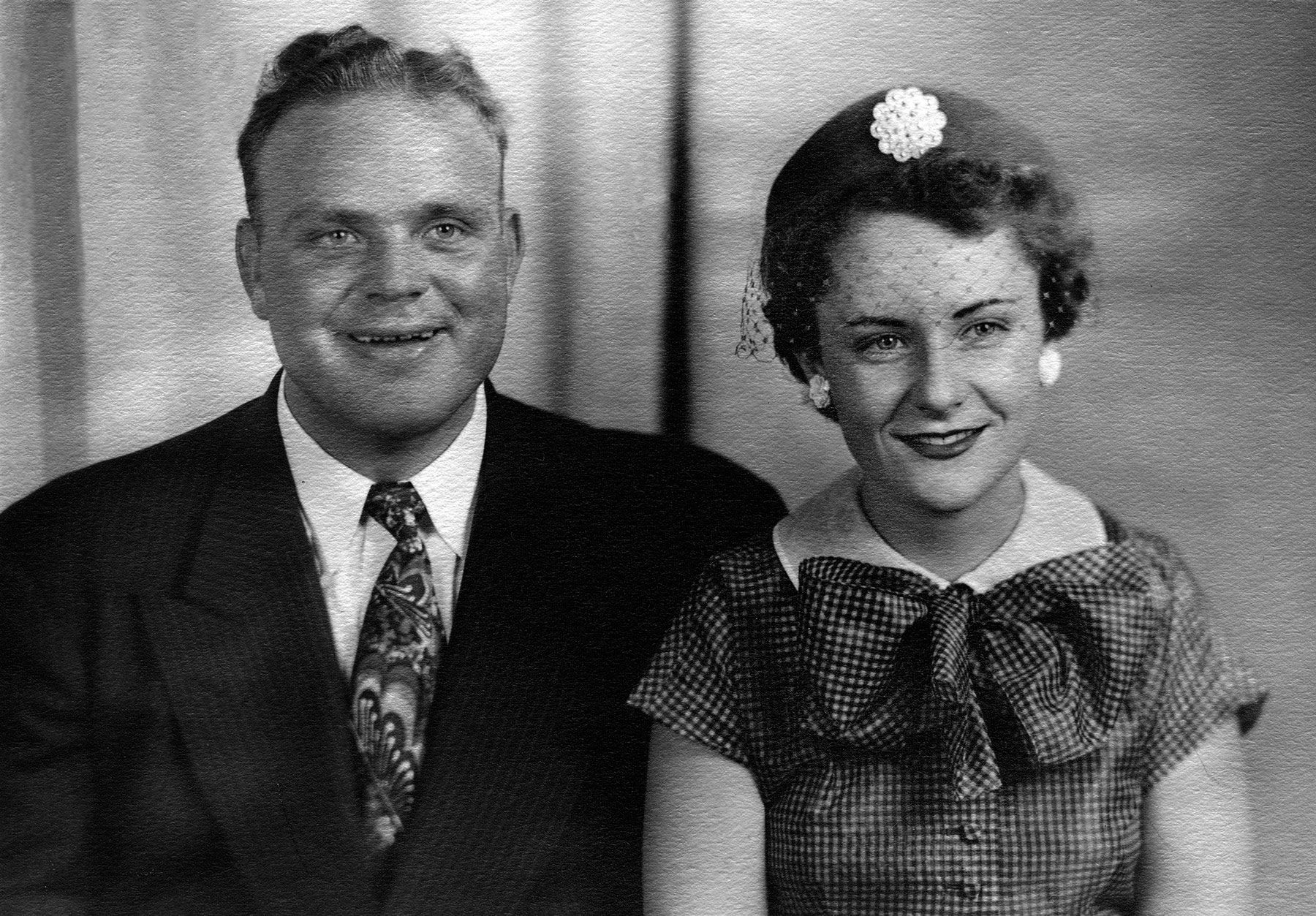 if you were born in 1952  that year will be actor dan blocker married dolphia parker