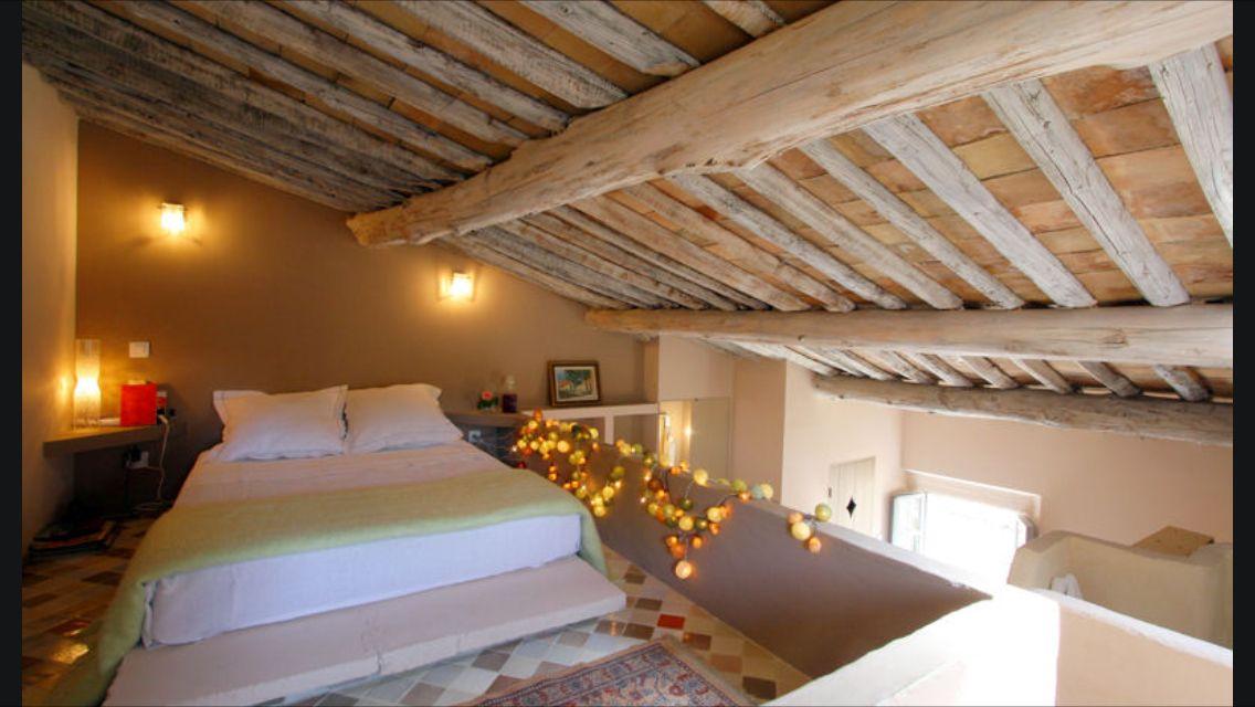 chambre parentale plafond bas id es pour la maison. Black Bedroom Furniture Sets. Home Design Ideas