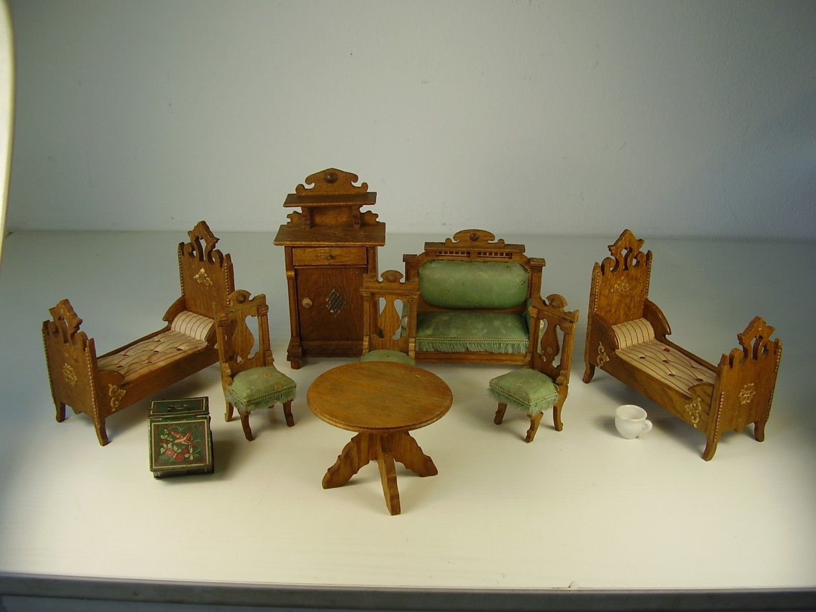 Antikes Puppenstuben Mobel Um 1880 Ebay Doll House Dollhouse Furniture Antique Dolls