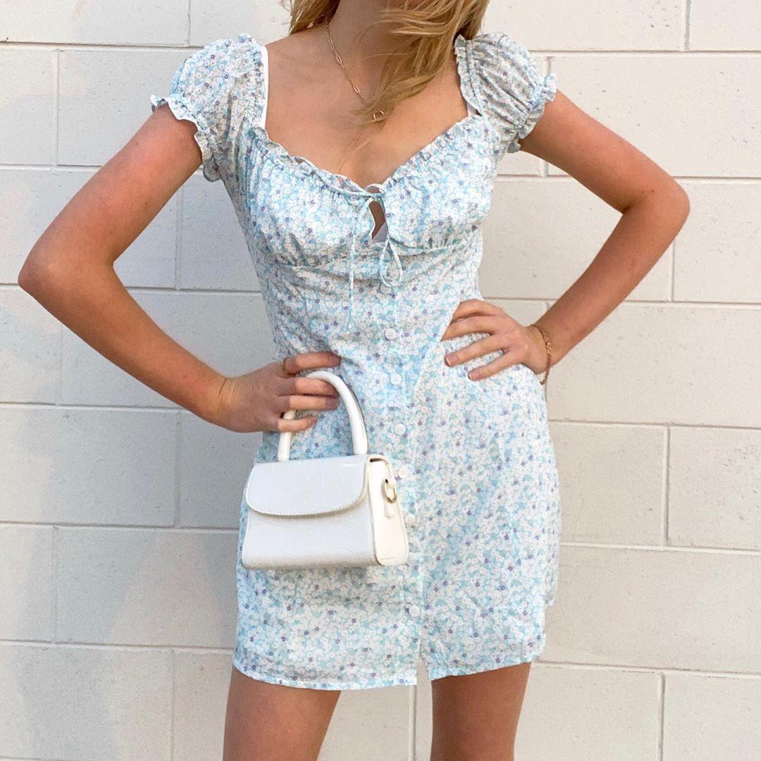 E M I L Y Vintage Fashion On Instagram The Dreamiest Floral Dress Peachesandcreamlabel In Love Casual Dress Outfits Fashion Inspo Outfits Dresses [ 1080 x 1080 Pixel ]