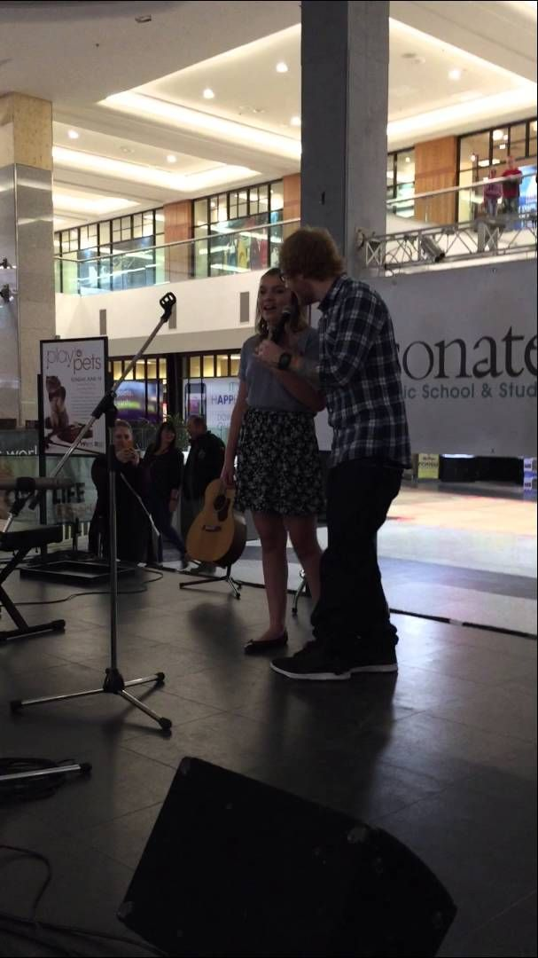 Ed surprises fan singing his song at the West Edmonton Mall