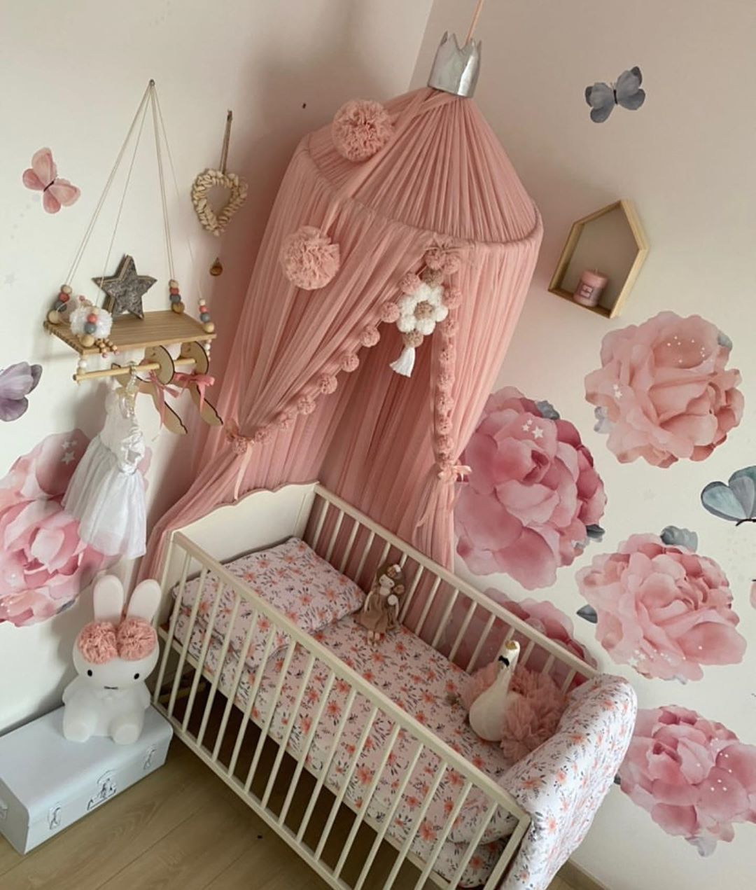 ▪️Kids Room 👶🏼 LOVE 😍 @sorbana_printh  #instagood #instalike #likephoto #picoftheday #chambrebebe #babygirl #babyroom #amazingworld #passiondeco #decoration #deco #decorationinterieur #homedecor #homesweethome #interiordesign #tendance2017 #playground #interior123 #lovelyinterior #design #decoenfant #kidsdecor #maisondumonde #zen #relax #plush  #scandinavian #scandinaviandesign