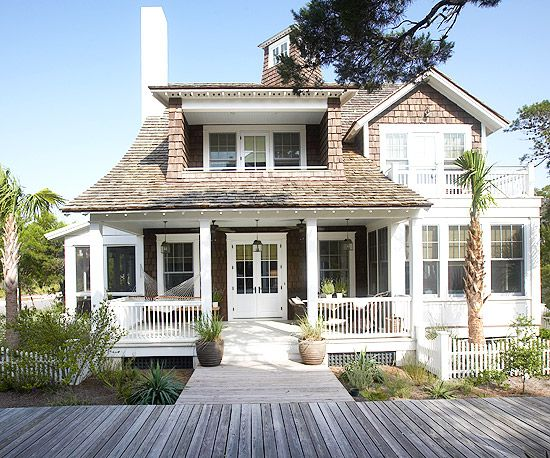 The Front Of This Beautiful Beach House Maple Oatmeal Scones Easy To Run Around Town In This Lovel Dream Beach Houses House Exterior Beach Cottage Style