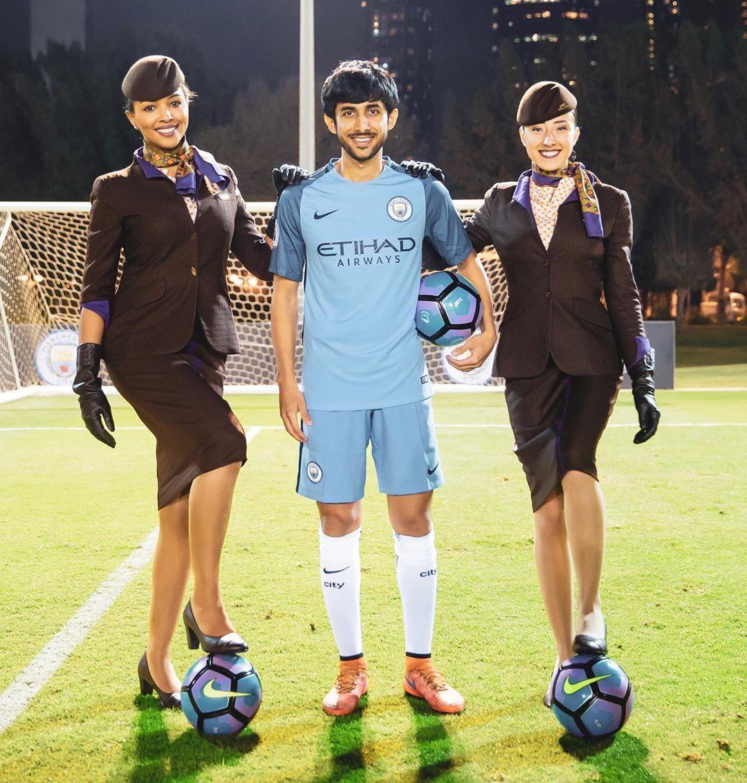 Abdulaziz On Instagram احلى لعب مع فريق مانشستر ستي وطيران الاتحاد من يلعب معانا I Had The Best Time Playing With Manchester City Travel