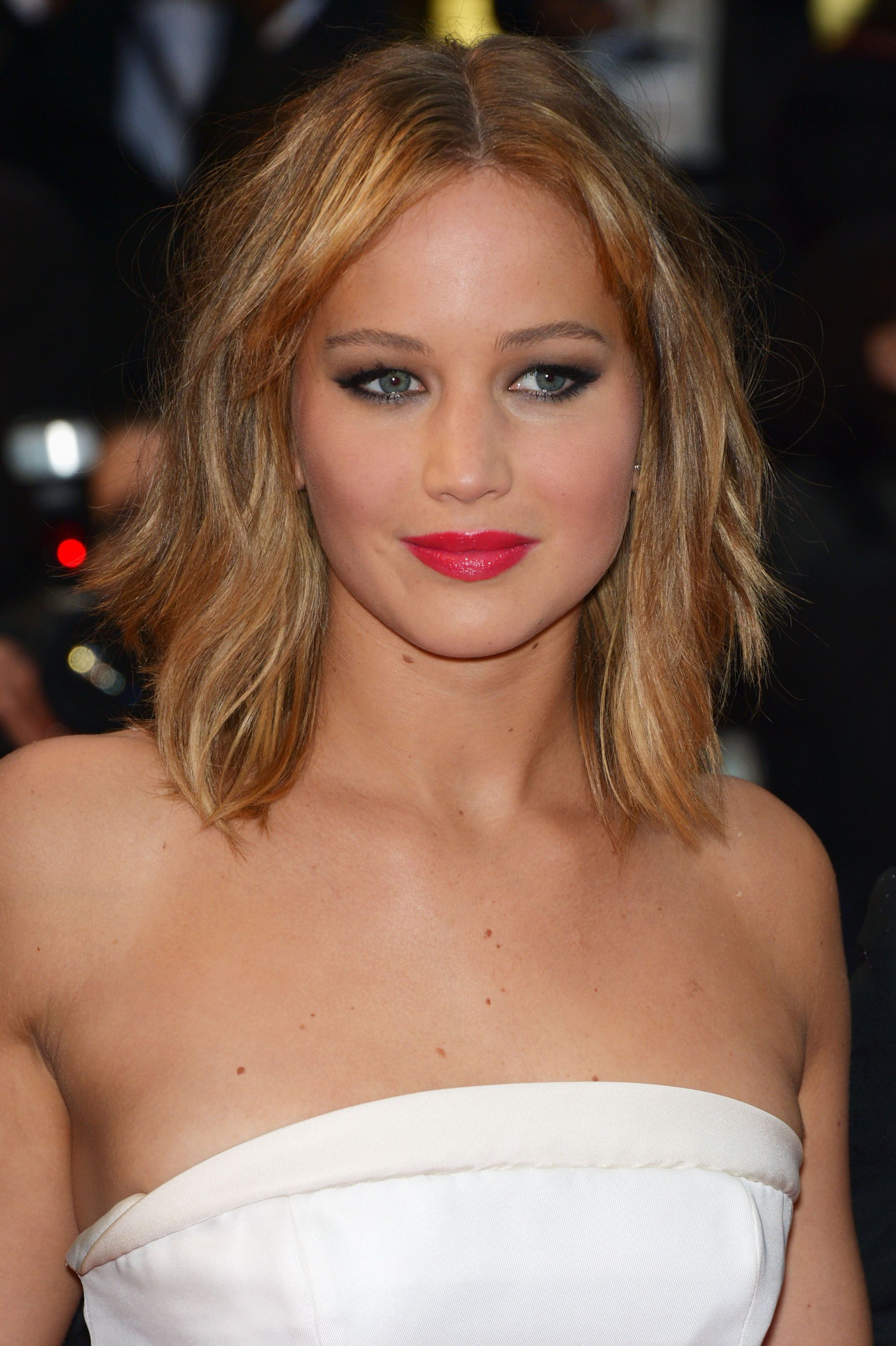 Beauty how to jennifer lawrences make up on the cannes red carpet hair cuts obessed with this makeup look click the pick to learn how to do it yourself solutioingenieria Image collections