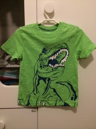 Camiseta Carters verde com desenho Dinossauro - Linda! no Ficou Pequeno -  Produtos de quase novos ou nunca usados para bebês 129f2792b5b07