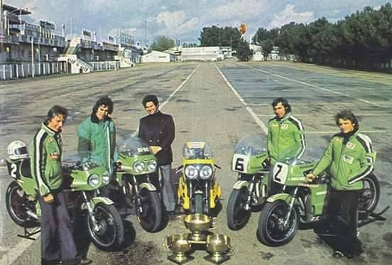 Kawasaki Racing bikes, Bike racers, Motorcycle photography