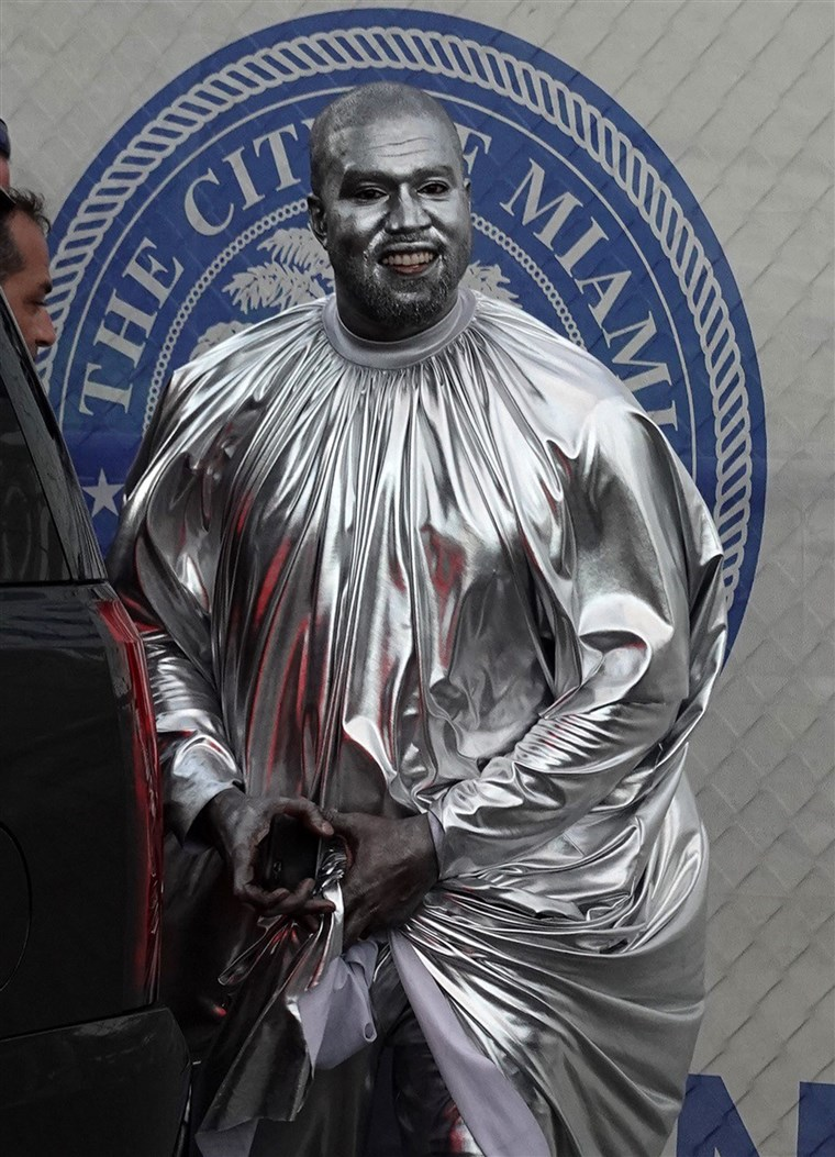 Kanye West Covered His Body In Silver Paint For Opera Performance Silver Surfer Kanye West Body Painting