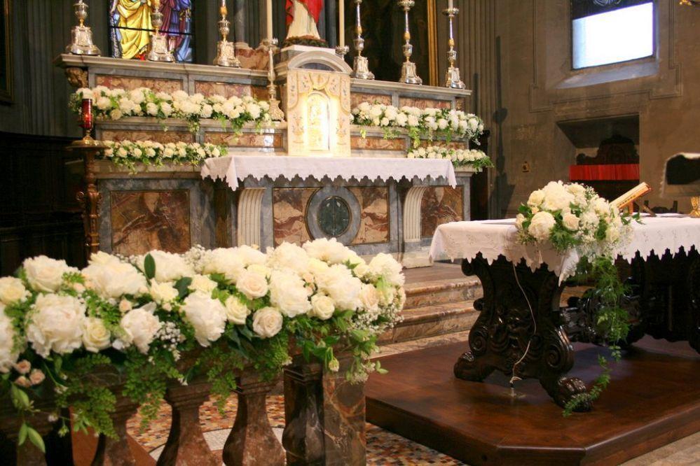 Allestimento In Chiesa Con Peonie E Viburnum Particolare Matrimonio Addobbi Floreali Matrimonio Centrotavola Matrimoniali